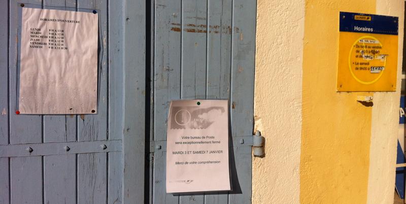 Affichage de la fermeture sur laporte de la poste de Dauphin-Saint-Maime