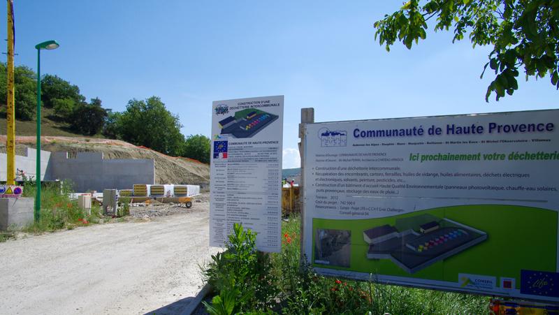 Panneaux de dexcription du projet de déchetterie de la Communauté de Communes de Haute Provence