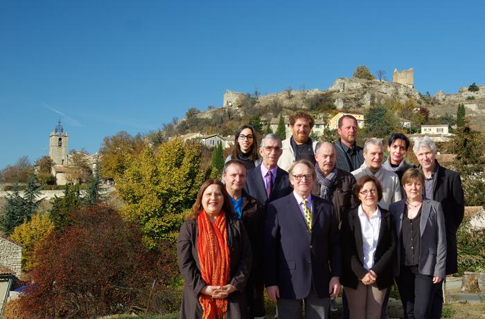 l'équipe de la liste Pour Saint-Maime pose devant le village